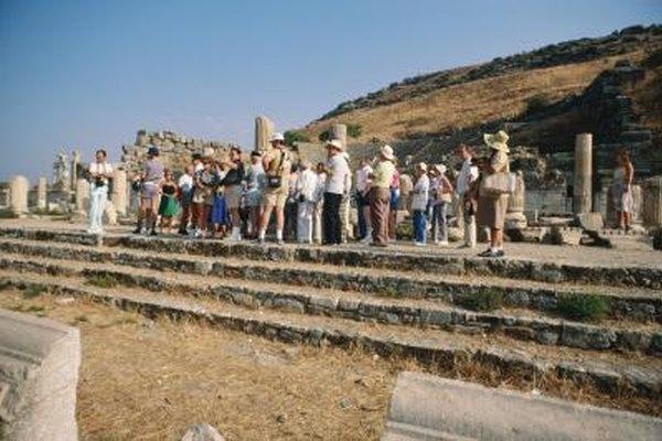 Los guías de turismo te harán conocer lugares de ciudades, museos, parques y otros lugares de interés.