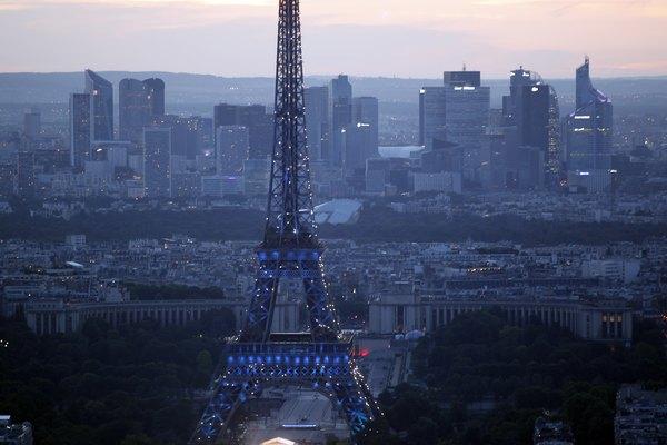 Haz volar la imaginación de tu hijo creando juntos una parte emblemática de París.