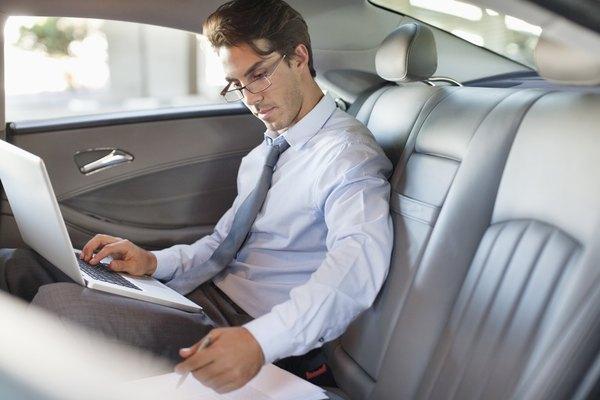 Incluso después de una entrega voluntaria, usted todavía puede deber al prestamista después de que venden el coche en una subasta.
