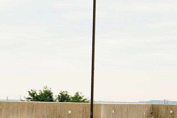 El concreto sin pintar puede verse apagado.