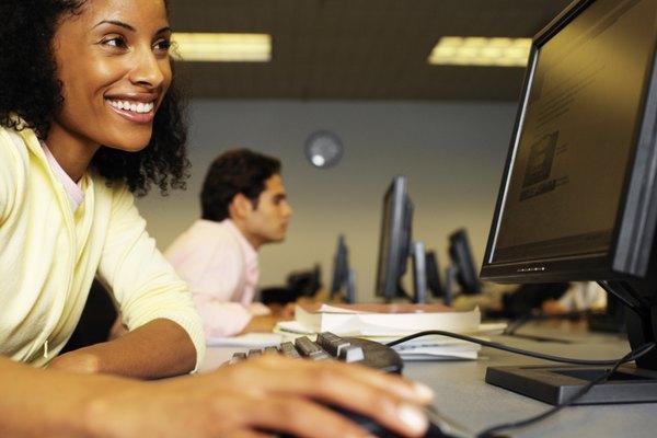 Los proyectos informáticos para estudiantes universitarios utilizan opciones de programación simple y compleja para crear un software único.