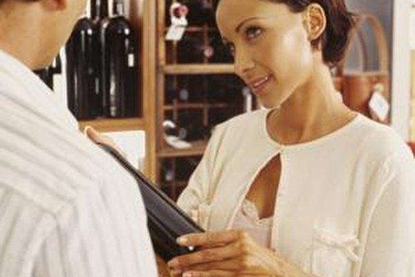 Las licorerías nuevas deben balancear la estimación de sus ventas con una buena selección de productos al ampliar sus inventarios.