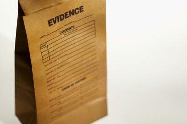 Los científicos forenses a menudo testifican durante los juicios penales.