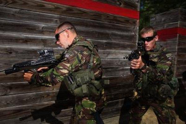Los guardias privados militarizados tienen un trabajo muy emocionante, y con frecuencia bien pagado.