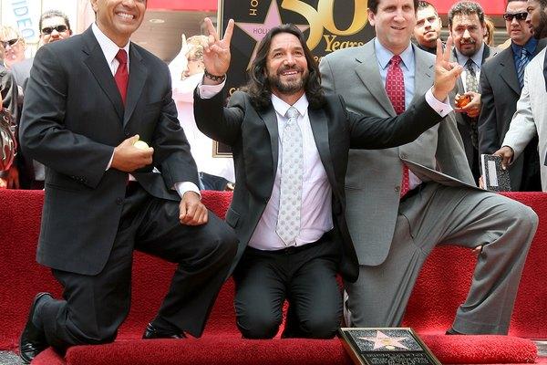 Marco Antonio Solis comenzó su carrera musical en un dúo con su primo.