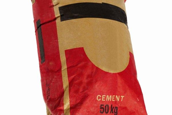 La mezcla de cemento seco puede endurecerse en el saco si no se almacena adecuadamente.