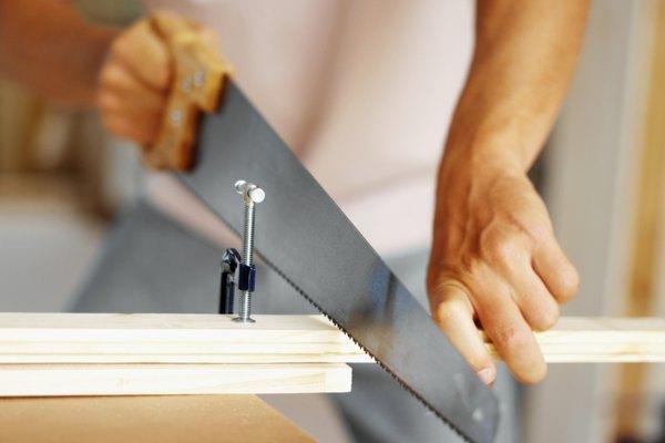 Apex Technical School (Escuela técnica Apex) ofrece programas certificados en técnicas de construcción, incluyendo carpintería.