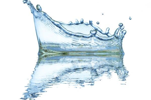 La viscosidad es una medida de la resistencia a fluir de una sustancia. En la imagen se aprecia la baja viscosidad del agua.