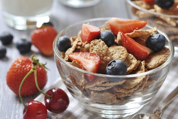 healthy muesli and fresh berries