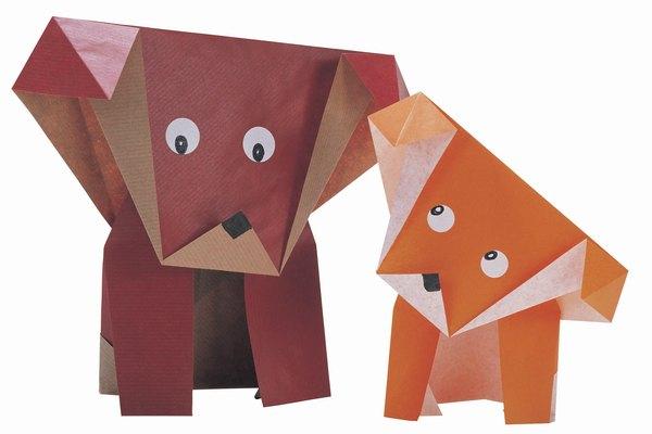 El origami es una forma de arte japonés que realiza figuras con papel plegado.