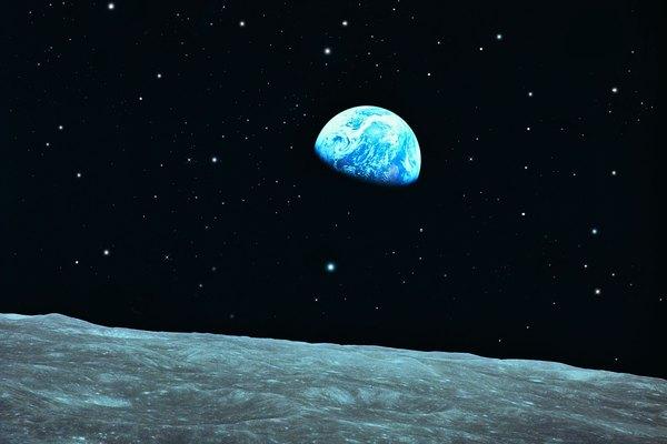 La tierra y la luna son los temas más populares en proyectos de astronomía.