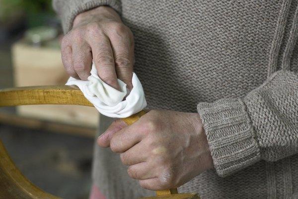 Crea lustradores de muebles con aceites que se absorben en la madera.