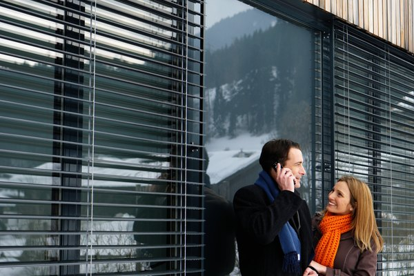 Las persianas verticales son una solución excelente para la utilización en una ventana grande o en una puerta de vidrio.