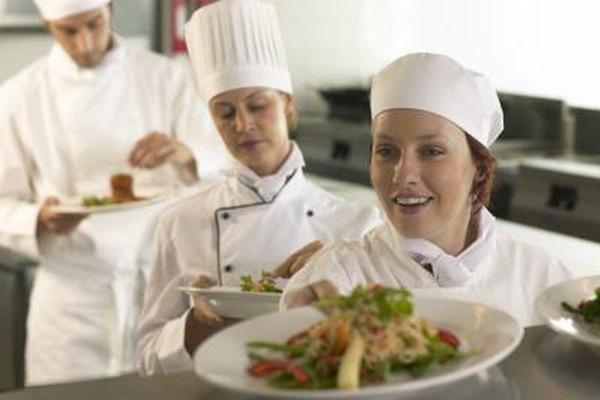 Las necesidades de personal varían de restaurante a restaurante pero los títulos de trabajo son los mismos.