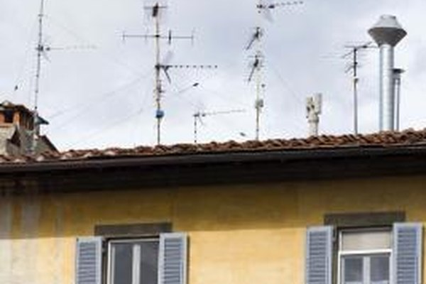All antennas must be properly grounded.