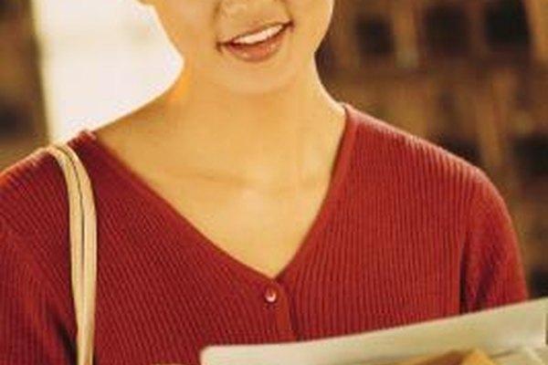 El correo directo a menudo recibe menos atención que los anuncios en los periódicos y revistas.