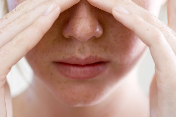 Difference Between a Migraine Tension Headache & a Sinus
