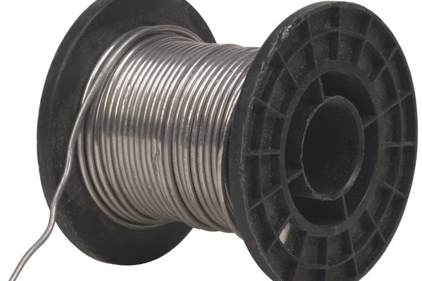 Utiliza soldadura para conectar el conector hembra de cobre a la tubería.