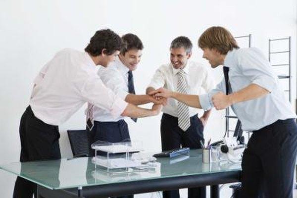 Los empleados eficientes pueden inspirar a sus compañeros de trabajo e inculcar un ambiente de equipo.