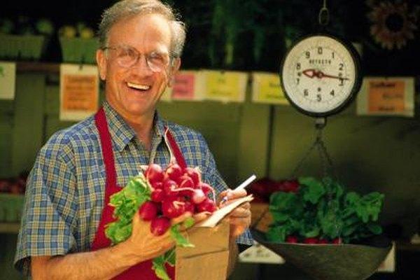 Algunos de los lugares para vender productos agrícolas son los mercados de granjeros, las granjas, los supermercados y los restaurantes.