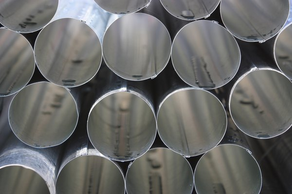 Hacer un corte recto en un tubo de acero inoxidable.