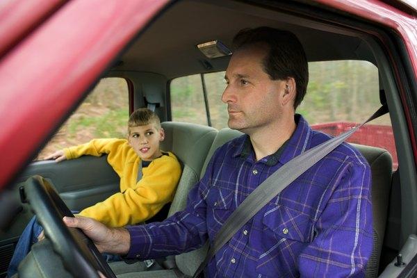 Los cinturones de seguridad te mantienen seguro dentro del carro.