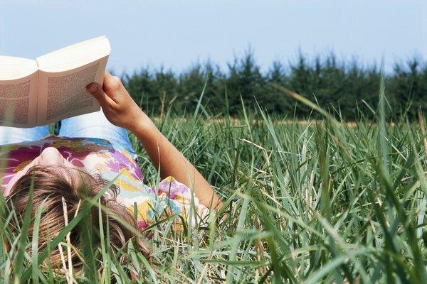 Los libros de bolsillo del mercado de masas se imprimen con materiales de menor calidad que los libros comerciales.