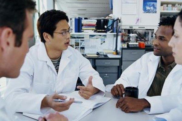 Las reuniones de revisión son un elemento esencial de un proceso de investigación y desarrollo.