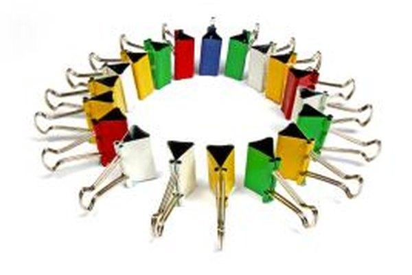 Una pequeña empresa recién formada tiene la opción de tomar la forma de varias estructuras legales para operar su negocio.