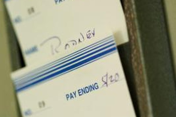 El pago de horas extras se determina por el número de horas de trabajo en la tarjeta de tiempo del empleado.