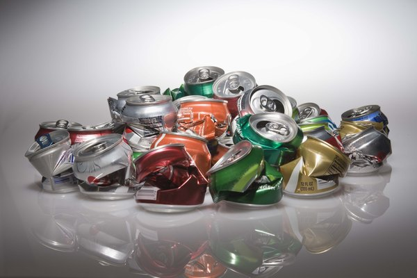 Usa latas de aluminio para crear formas diferentes.