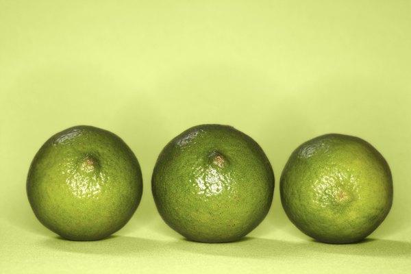 Las limas son una fuente de ácido cítrico.
