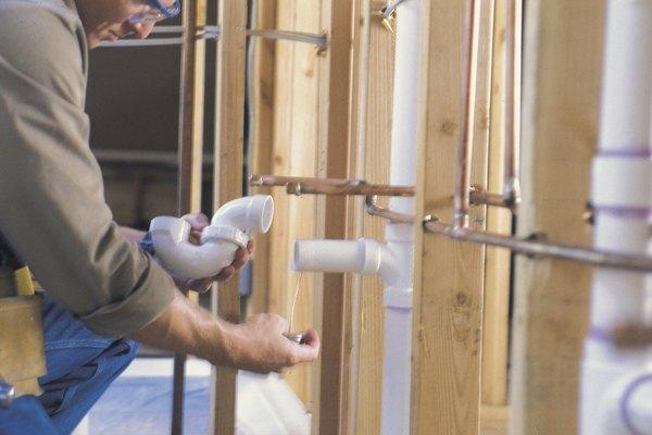 Una torsión común de una conexión de PVC se encuentra en las tuberías de drenaje.