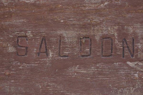 Las herramientas para quemar madera pueden utilizarse en la creación de muchos letreros.
