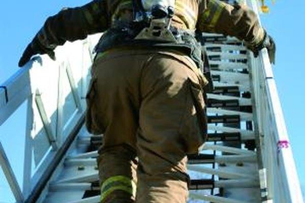 Un bombero debe estar en plena forma física.