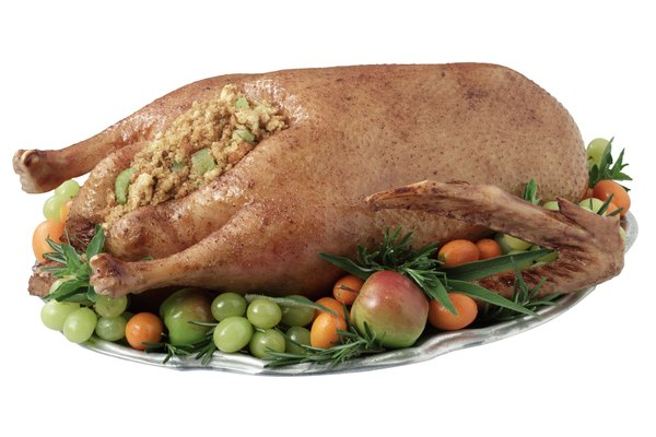 Coloca el pollo cocinado en un contenedor hermético.
