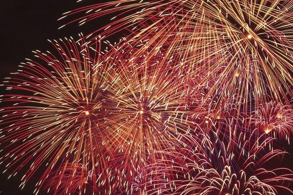 Los fuegos artificiales son generados por reacciones explosivas con gases de colores tales como el cloro.