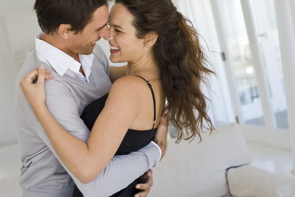 Una declaración de amor en público es un acto valiente y romántico.