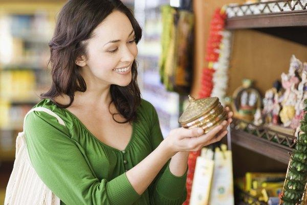 Las decisiones de millones de consumidores crean la demanda económica para bienes y servicios.