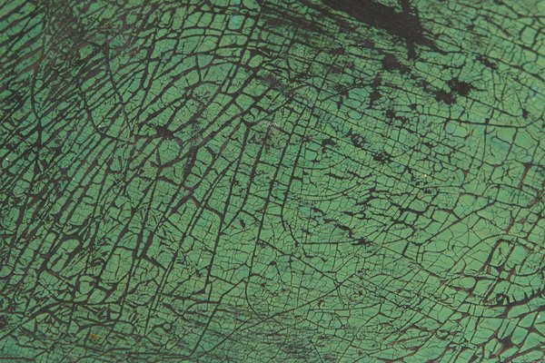 Una base de goma usada puede ser arreglada con pintura fresca.