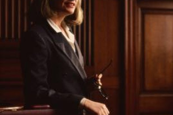 Aproximadamente 728,200 estadounidenses laboraron como abogados en 2010.