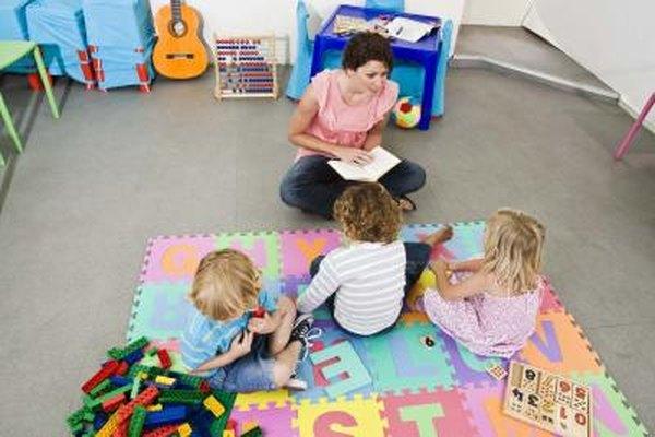 Los niños se preparan para el jardín en preescolar, aprendizaje temprano y guardería.