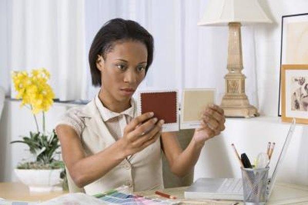 Los decoradores de interiores se centran en la estética y no necesitan educación formal o licencia.