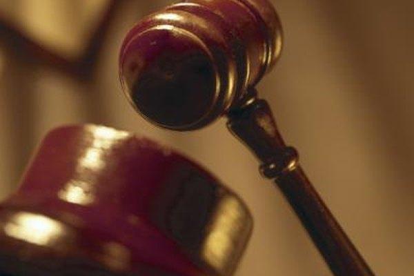 Los abogados trabajando en grandes empresas ganan más que los que lo hacen en oficinas más pequeñas.