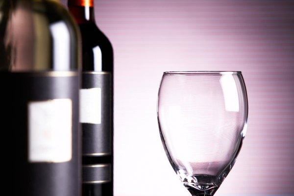 Coloca las dimensiones de la etiqueta de tu vino en el programa de diseño o de edición fotográfica.