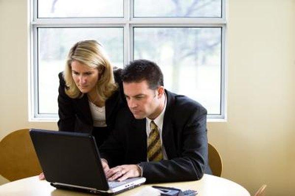 Los auditores de TI, como los auditores en otros campos, deben tener una buena comprensión de los aspectos de negocios de su línea de trabajo.