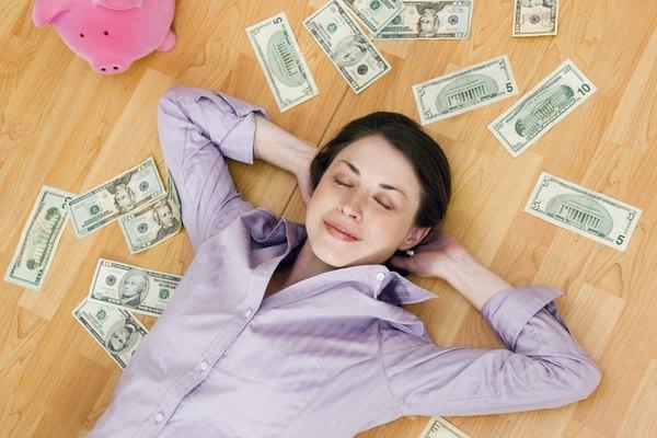 La economía es el estudio formal de dinero, bienes y el comercio.