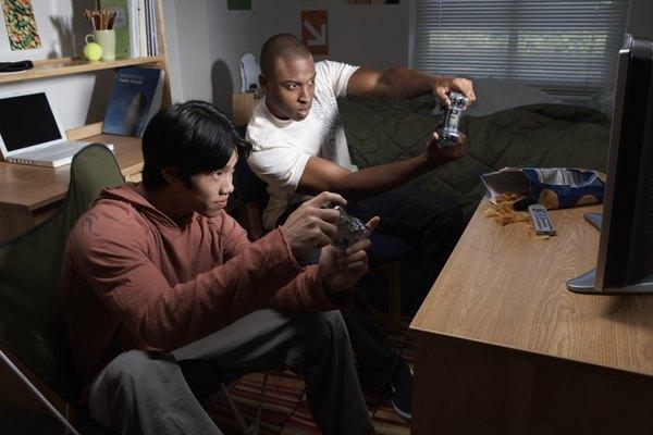 Evita jugar juegos, ver películas, escuchar música o acceder a otras funciones de la consola mientras descargas datos en tu PlayStation 3.