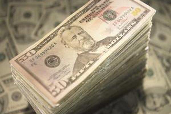 El financiamiento de las cuentas por cobrar le permite al vendedor obtener el dinero en efectivo de inmediato vendiendo la cuenta por cobrar a un tercero.