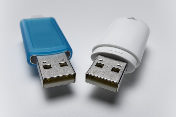 What Is the Difference Between Powered & Non-Powered USB